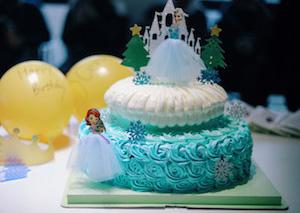 הפעלה ליום הולדת לשבור את הקרח, הפעלת יום הולדת פרוזן
